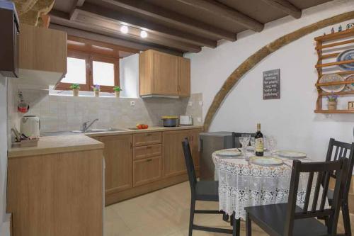 rustic-self-inn-rhodes-rentals-apartments-10