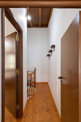 rustic-self-inn-rhodes-rentals-apartments-12